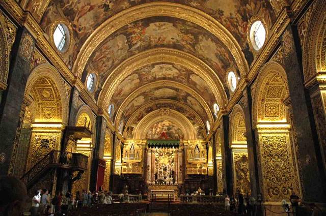 El interior de la Concatedral de San Juan es una obra maestra del siglo XVI.