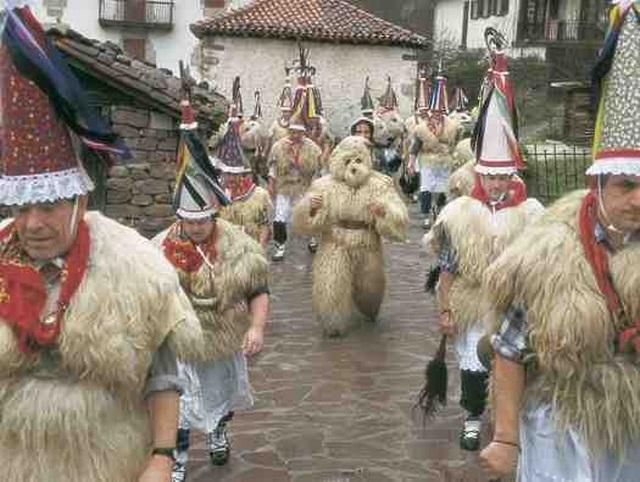 El lunes de carnaval, la comitiva de Zubieta va a Ituren; el martes, los de Ituren devuelven la visita