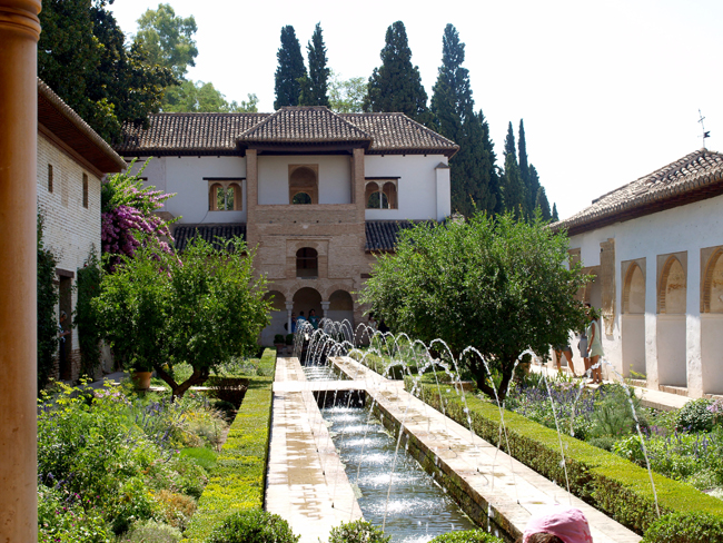 Generalife. Patio de la Acequia
