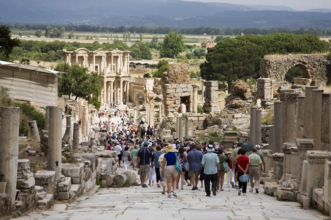 Efeso. Una de las calles que lleva a la Biblioteca.