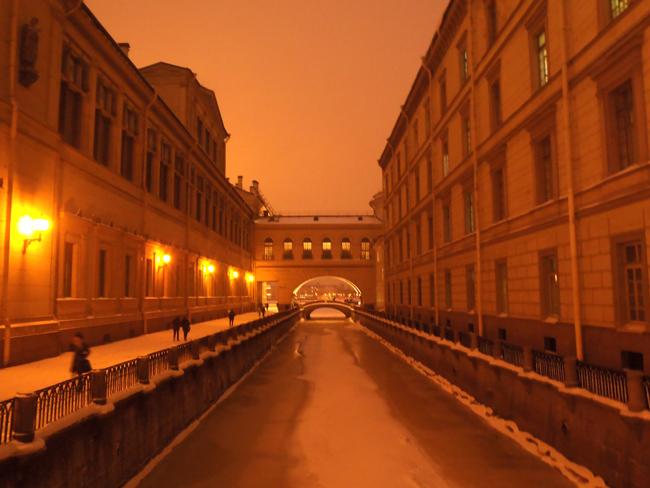 Los canales e innumerables puentes de San Petersburgo recuerdan a los venecianos